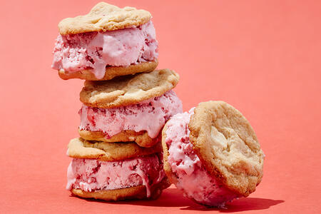 Strawberry-Icecream-Sandwich_1200x800